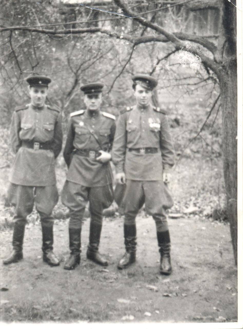 aganin-ih-v-tsentre-sotrudniki-smersha-1945